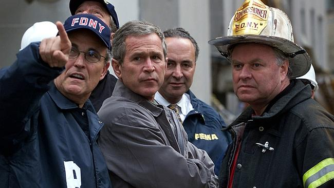 President George W Bush (c) with New York Mayor Rudolph (Rudy) Giuliani (l) and Fire Comm