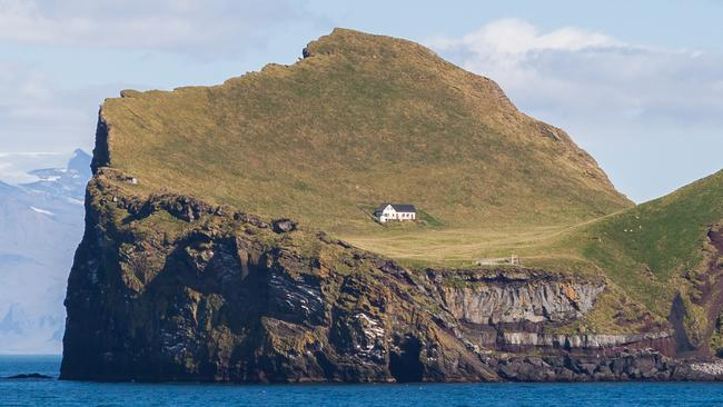 Ellidaey island iceland world s most isolated house for Iceland lonely house