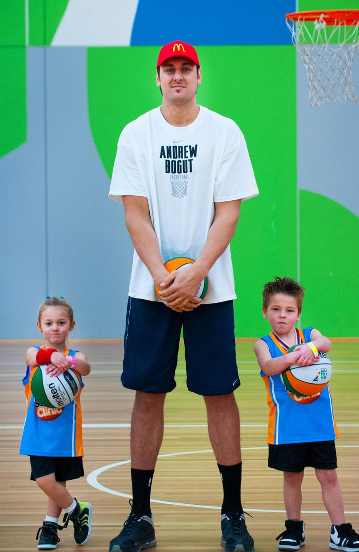 Andrew Bogut with Emilie Kop (5) from Melton and Jack Ramsden (5) from Mooroolbark.
