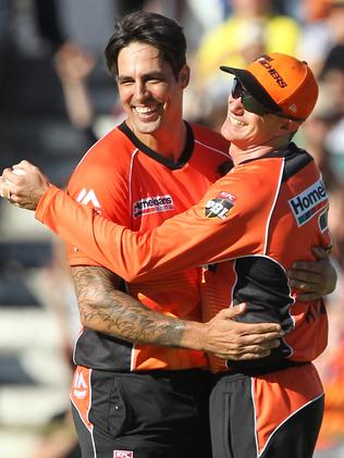 Mitchell Johnson (left) celebrates with Michael Klinger of the Scorchers after dismissing Kevin Pietersen of the Stars during the Big Bash League (BBL) T20 semi-final match between the Perth Scorchers and the Melbourne Stars at the WACA, Perth, Tuesday, Jan. 24, 2017.(AAP Image/Richard Wainwright) NO ARCHIVING, EDITORIAL USE ONLY, IMAGES TO BE USED FOR NEWS REPORTING PURPOSES ONLY, NO COMMERCIAL USE WHATSOEVER, NO USE IN BOOKS WITHOUT PRIOR WRITTEN CONSENT FROM AAP