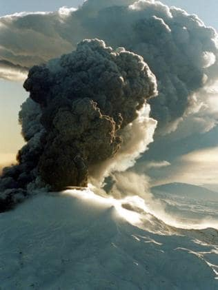 Ash cloud above Mt Ruapehu after its June 1996 eruption.