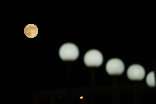 A full moon is seen from Gaza City on August 31, 2012. Photo: AFP
