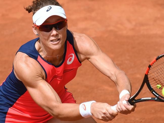 Australia's Samantha Stosur returns the ball to Latvia's Jelena Ostapenko during their tennis match at the Roland Garros 2017 French Open on June 4, 2017 in Paris.  / AFP PHOTO / Lionel BONAVENTURE