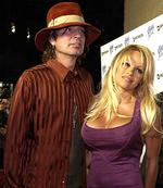 <p>Actor Pamela Anderson & ex husband Tommy Lee</p>