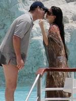 "Media mogul James Packer (L) kisses his wife singer Erica Baxter after a swim at the ""Eden Roc"" hotel in Cap d'Antibes on the French Riviera, 21 Jun 2007. Packer, 39yrs, married Erica Baxter 29yrs in a 20mins civil ceremony in Antibes. AFP Picture: Valery/Hache"