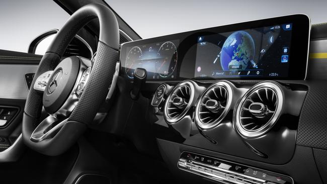 A-Class for 2018: Widescreen instruments and infotainment in top-spec versions.