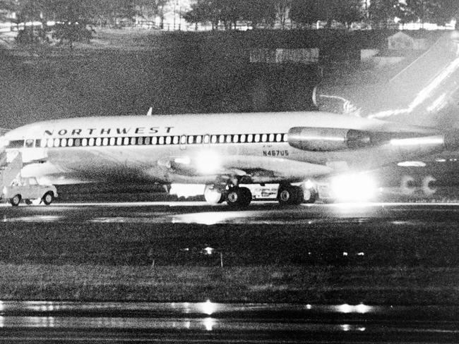 Northwest Airlines 727, hijacked on a flight from /Portland, /Oregon to Seattle, sits on the ground here 24 Nov 1971 for refuelling before continuing to /Reno, /Nevada. The hijacker received four parachutes & $200,000 then allowed the 35 passengers and 2 stewardesses off the plane. When the plane landed in Reno, the hijacker was gone. /Seattle /Times picBruce/McKim Into Thin Air - was Duane Weber the hijacker DB (Dan) Cooper ? - crime o/seas usa hijacking aviation aircraft