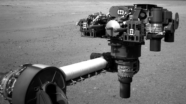The turret of tools at the end of the rover's extended robotic arm. (Pic: NASA/JPL-Caltech)