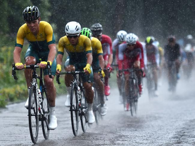 Australia's Mark Renshaw (L) leads the pack during the Men's cycling road race.