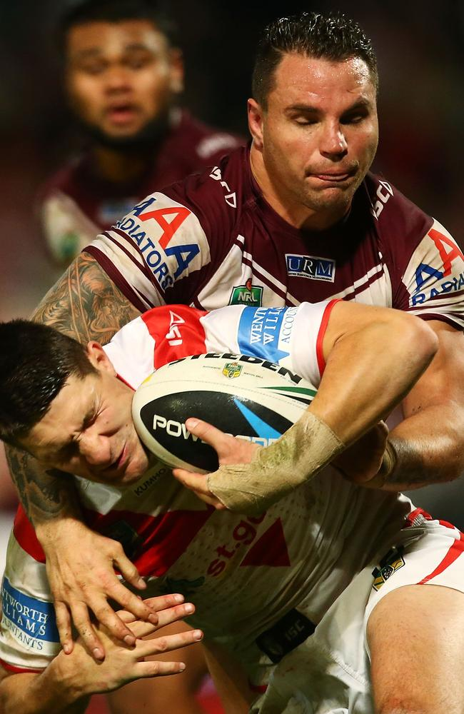 Gareth Widdop is tackled by Anthony Watmough.