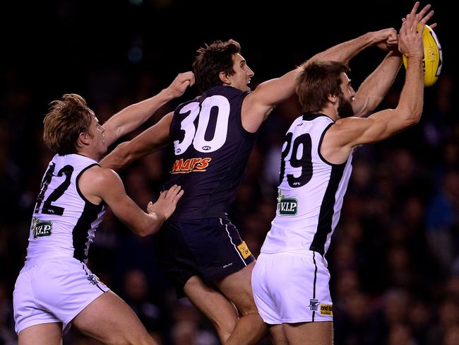 Justin Westhoff takes a strong grab.