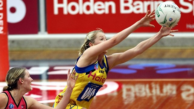 Central Pulse's Camilla Lees on the attack. Picture: Simon Cross
