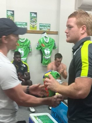 Twitter pic: Recruit Joel Edwards presented his jersey by Alan Tongue