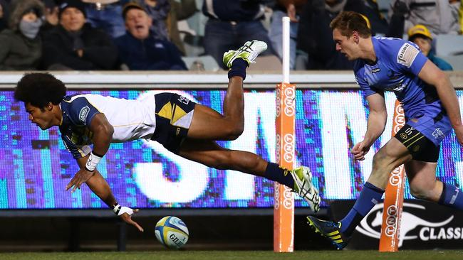 Henry Speight scores a try in the corner for the Brumbies.