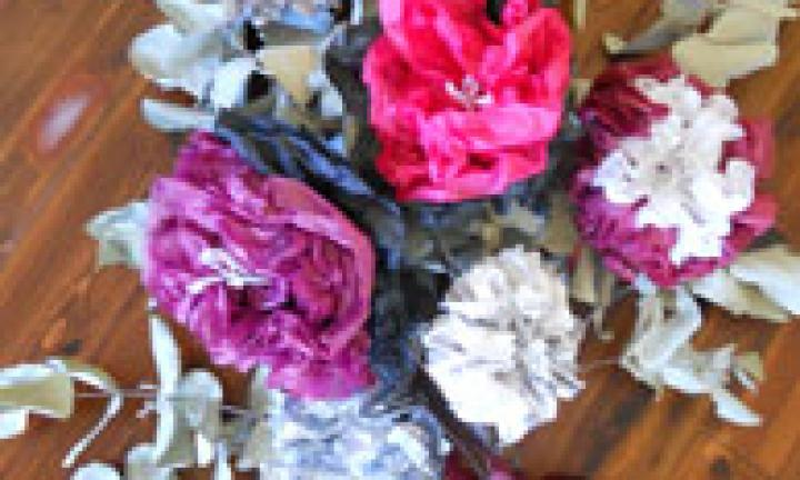 Homemade paper flower bouquet kidspot homemade paper flower bouquet mightylinksfo