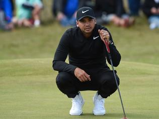Australia's Jason Day waits to putt on the 7th green during his opening round on the first day of the Open Golf Championship at Royal Birkdale golf course near Southport in north west England on July 20, 2017. / AFP PHOTO / Andy BUCHANAN / RESTRICTED TO EDITORIAL USE