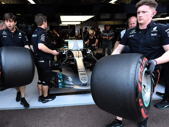 Monaco gp 2017 lewis hamilton laments mercedes crucial for Garage mercedes monaco