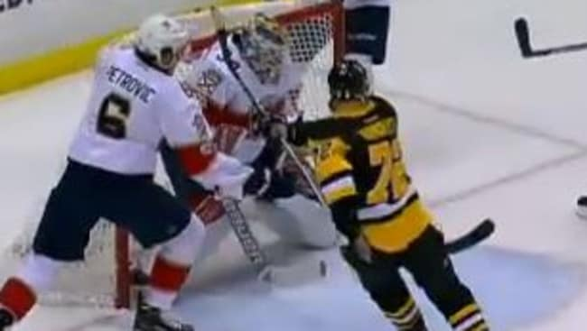 Kessel connects with Hornqvist for an amazing NHL goal.