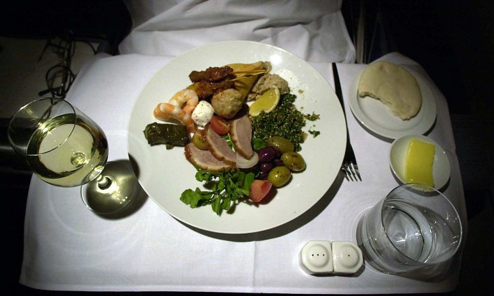 Couple reveals how to scam first class meals while sitting in cattle class