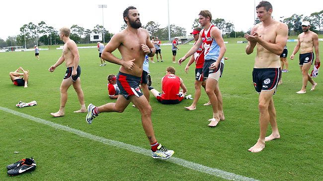 Rhyce Shaw continues fitness training while his team mates watch on at BCU Stadium, Coffs Harbour. Picture: Bradley Hunter