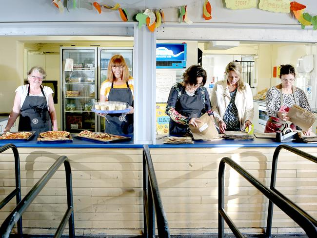 school canteen obesity The implementation of healthy school canteen policies has been recommended as a strategy to help prevent unhealthy eating and excessive weight gain internationally.