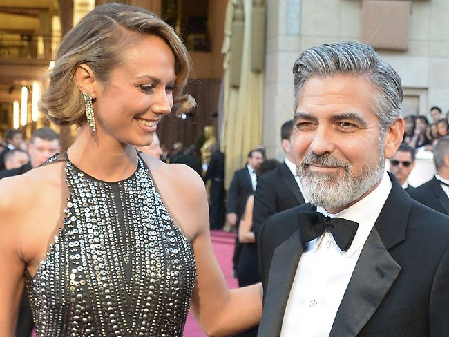 Actor George Clooney and Stacy Keibler arrive on the red carpet for the 85th Annual Academy Awards on February 24, 2013 in Hollywood, California. AFP PHOTO/JOE KLAMAR