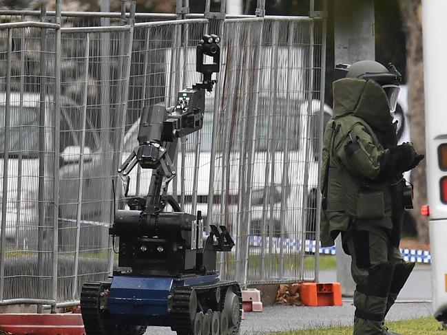 A bomb squad member is seen in Kellaway Avenue in Moonee Ponds, Melbourne, Monday, August 21, 2017. Emergency services have been called to the scene of a bomb scare. (AAP Image/Julian Smith) NO ARCHIVING