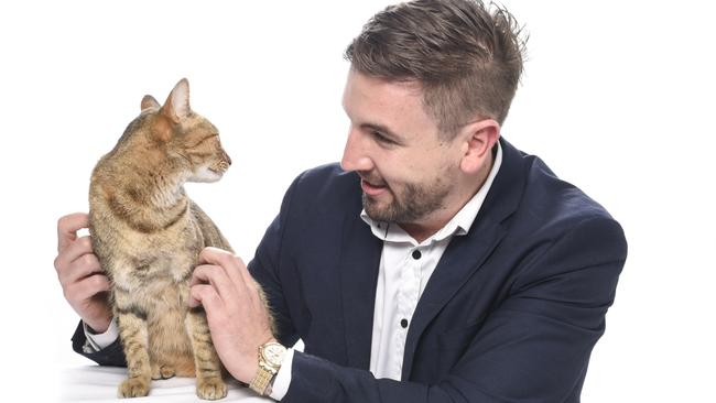 Professional Engagement Photos With My Cat This Is My Life Now - Guy gets professional photoshoot with his cat engagement photos