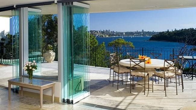 The Illuka Rd home also capitalised on the waterfront location.