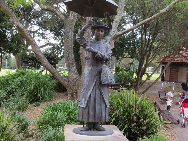 A different Mary Poppins statue.