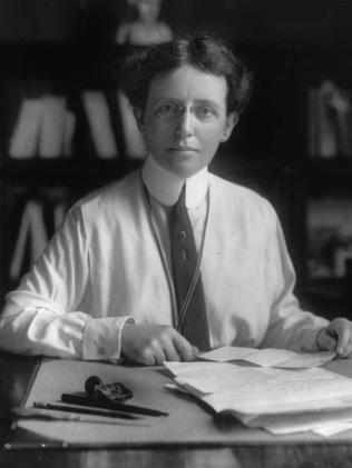 mary mallon Mary mallon (september 23, 1869 – november 11, 1938), better known as typhoid mary , was the first person in the united states identified as an asymptomatic carrier of the pathogen associated with typhoid fever .
