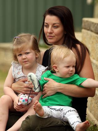 Tracy Thomas with children Isabella and Jackson. Picture: Sam Ruttyn