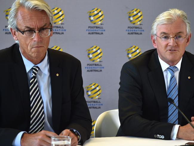 Steven Lowy (R) and David Gallop (L). / AFP PHOTO / PETER PARKS