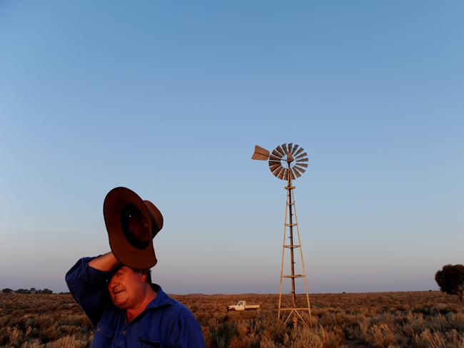 It will not just be along the coast where the heat will be felt with farmers like Trevor Clare of Limestone Station near Broken Hill in Western NSW also to swelter.