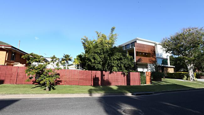 Brisbane couple told to trim bamboo that screens out neighbouring container house gold coast - Graceville container house study case brisbane australia ...