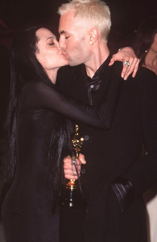 Angelina Jolie locks lips with her brother James Haven at the Oscars in 2000. Picture: AAP Image/Hubert Boesl/Famous