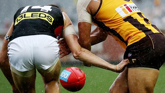 Saints defender Jarryn Geary hyperextended his elbow in this incident. Picture: Colleen Petch