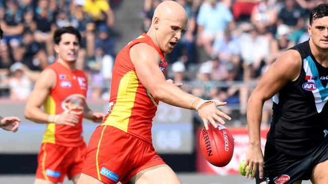 Gary Ablett of the Gold Coast Suns makes and attempt at a goal during the round 8 match between the Gold Coast Suns and Port Adelaide Power at Jiangwan Stadium in Shanghai, China, Sunday, May 14, 2017. (AAP Image/Tracey Nearmy) NO ARCHIVING, EDITORIAL USE ONLY