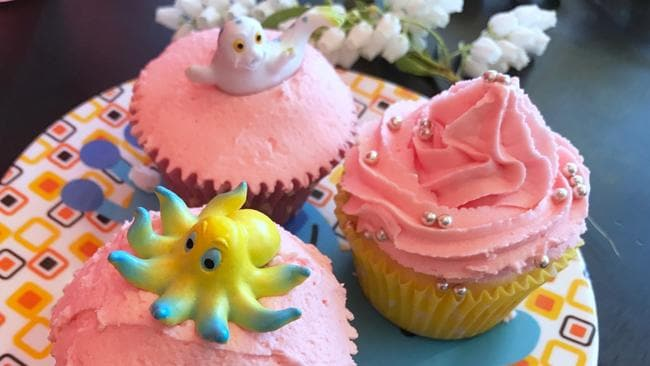 EAT STREET + Beecroft - Chicken and Fishhead - homemade cupcakes, photo - Jenifer Jagielski.