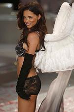 <p>Models flaunt next season�s styles at the Victoria's Secret Fashion Show in Miami. The catwalk extravaganza featured Heidi Klum, Miranda Kerr, Marissa Miller, Adriana Lima, Karolina Kurkova and Alessandra Ambrosia.</p>