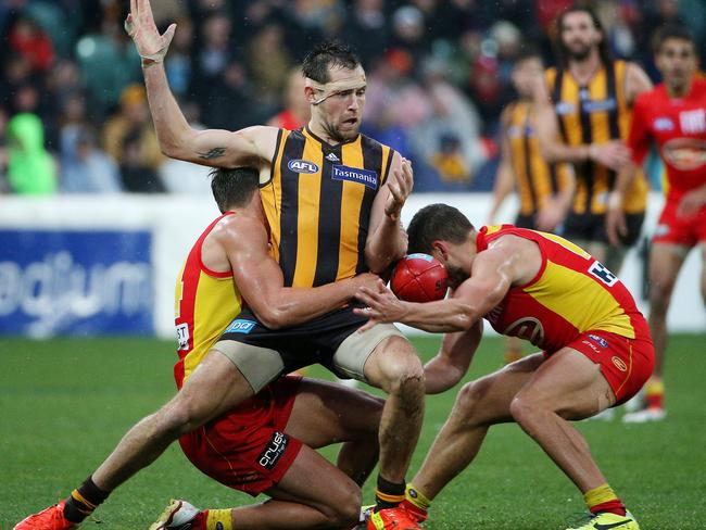 Luke Hodge is dispossessed by two Suns players. Picture: Colleen Petch