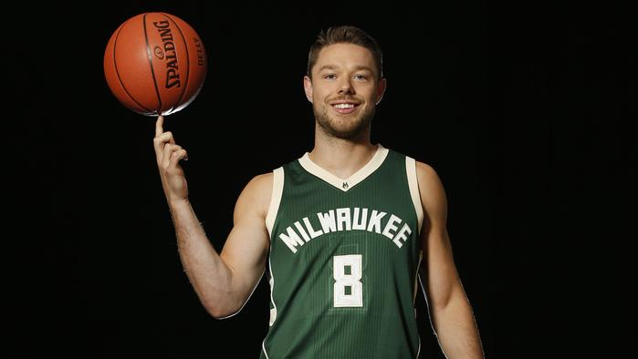 Matthew Dellavedova set up