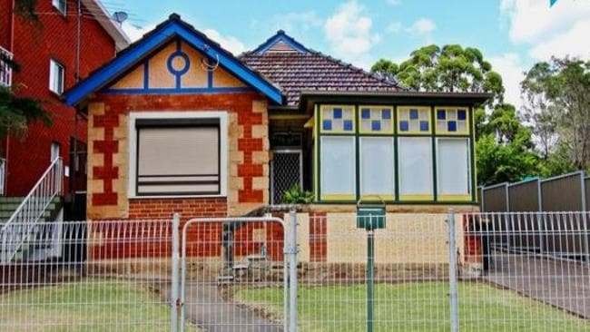 1 Stansell St, Gladesville sold for $2.85 million, a huge $1.1 million over the reserve.