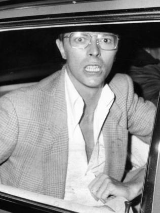 Grumpy Bowie papped in Adelaide in 1978.