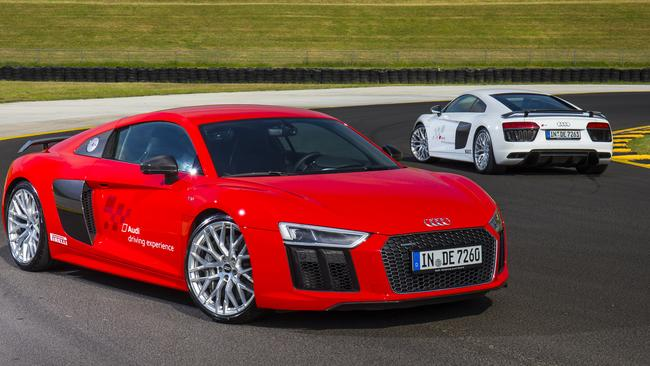 I'm waiting for you: hello Audi R8 V10