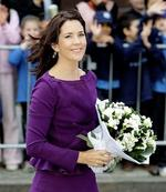 <p>Crown Princess Mary of Denmark smiles after talking with school children as she arrives at the Victor Chang research center in Sydney, Australia. AP Photo</p>