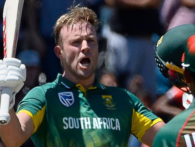TOPSHOT - South Africa's AB de Villiers (C) celebrates after scoring a century (100 runs) during the second one day international (ODI) cricket match between South Africa and Bangladesh at Boland Park in Paarl on October 18, 2017. / AFP PHOTO / RODGER BOSCH