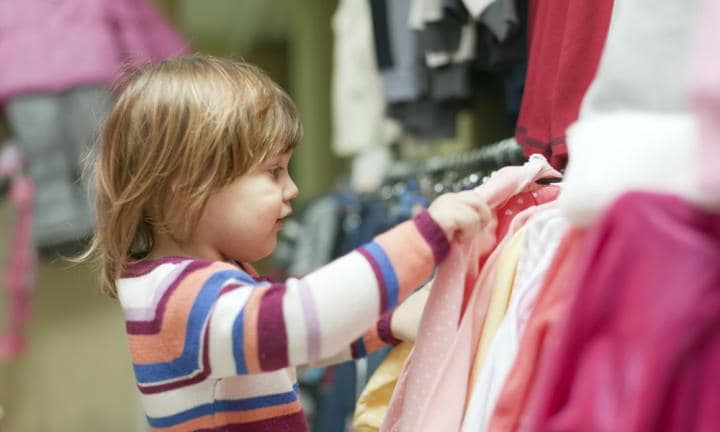How to choose safe clothes for kids