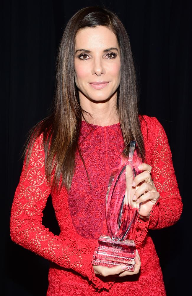 Sandra Bullock, winner of the award for Favorite Movie Actress, attends the People's Choice Awards 2016 at Microsoft Theater on January 6, 2016 in Los Angeles, California. (Photo by Frazer Harrison/Getty Images for The People's Choice Awards)