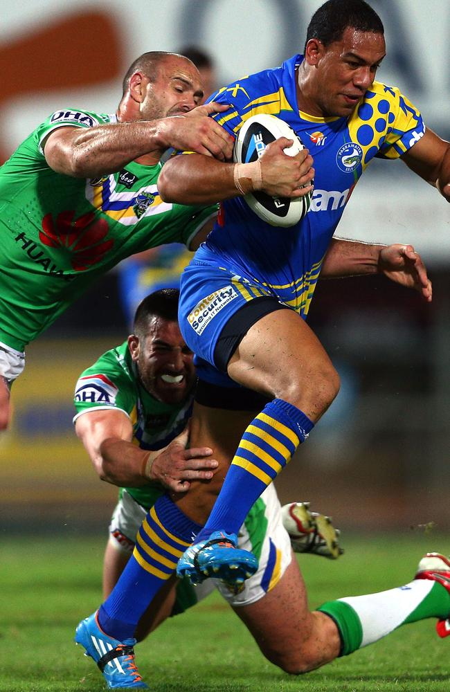 Will Hopoate of the Eels is tackled by Paul Vaughan.